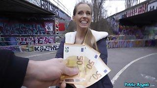 Amateur kermis finds it intriguing to fuck on cam in exchange be advantageous to cash